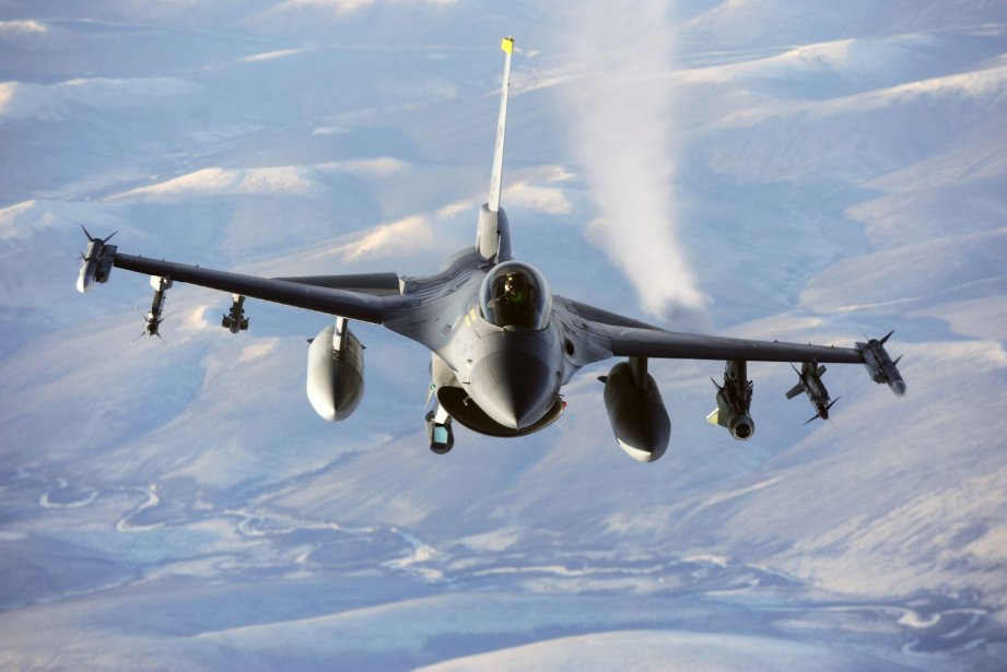 L'avion de chasse F-16 Fighting Falcon... (Photo archives AFP)