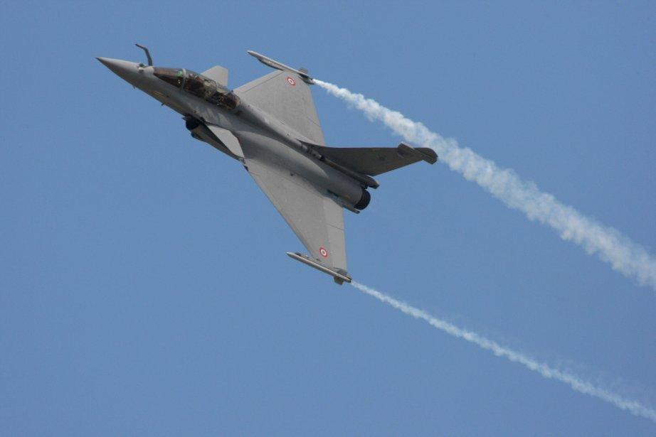 Le Dassault Rafale lors d'une démonstration au Salon... (Photo archives AFP)