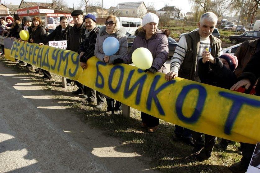 Des Tatars de Crimée se sont rassemblés dans... (PHOTO VASILY FEDOSENKO, REUTERS)