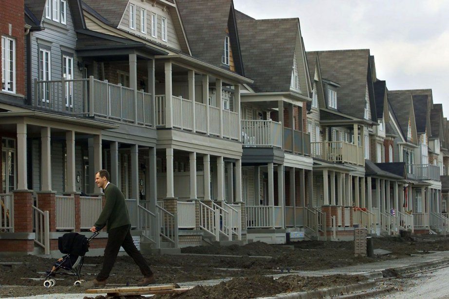 Les taux hypothécaires à taux fixe à long terme... (PHOTO LA PRESSE CANADIENNE)