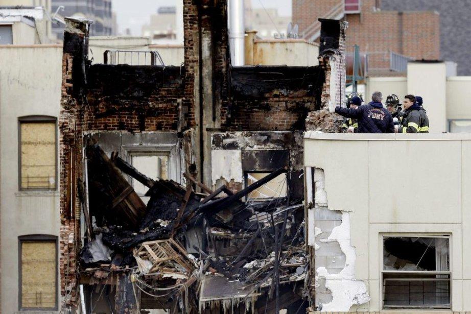 L'explosion a fait au moins huit morts et... (Photo Seth Wenig, Associated Press)