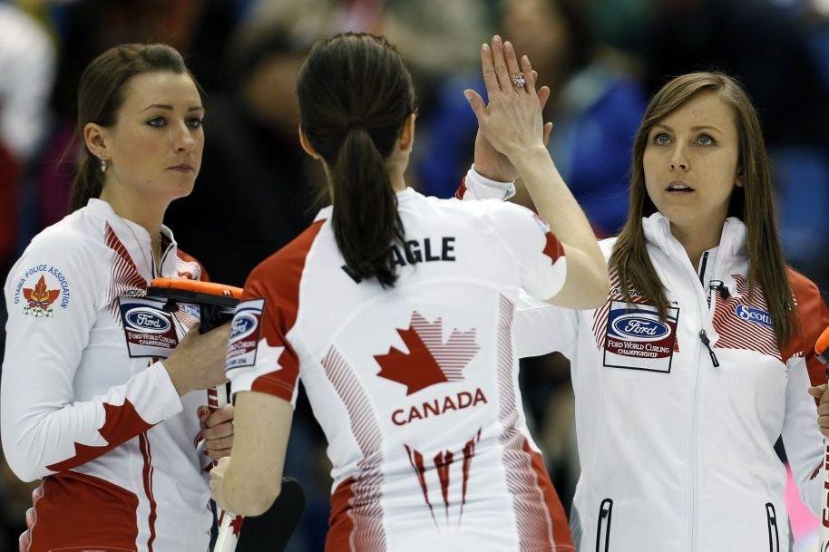 L'équipe de Rachel Homan(à droite) affrontera dimanche la... (PHOTO MATHIEU BELANGER, REUTERS)