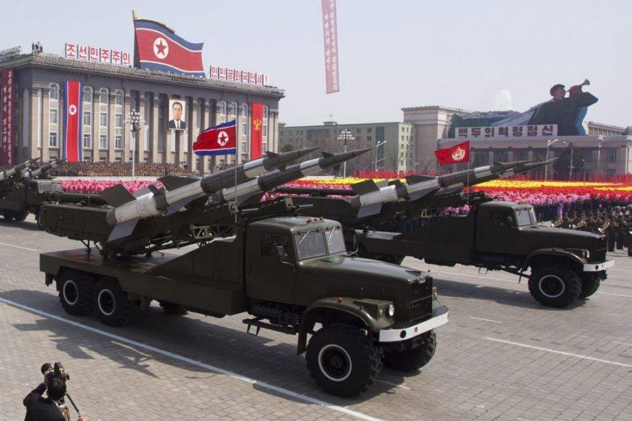 Une parade militaire exhibant l'arsenal nord-coréen.... (Photo archives AFP)