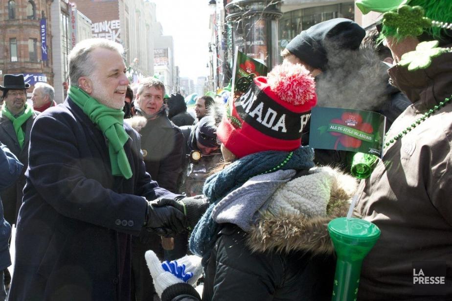 Philippe Couillard a participé au défilé de la... (PHOTO ROBERT SKINNER, LA PRESSE)