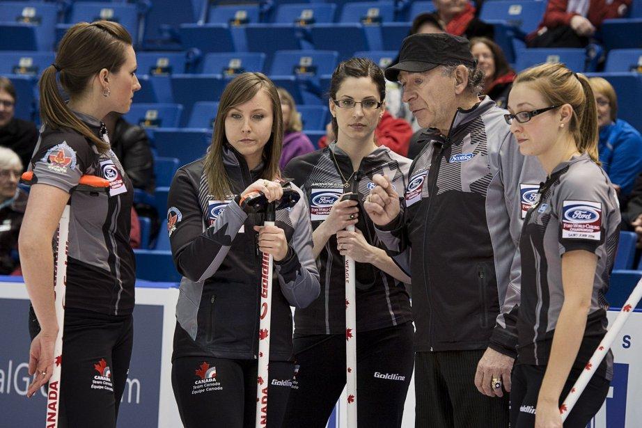 L'équipe canadienne de curling... (Photo Andrew Vaughan, PC)