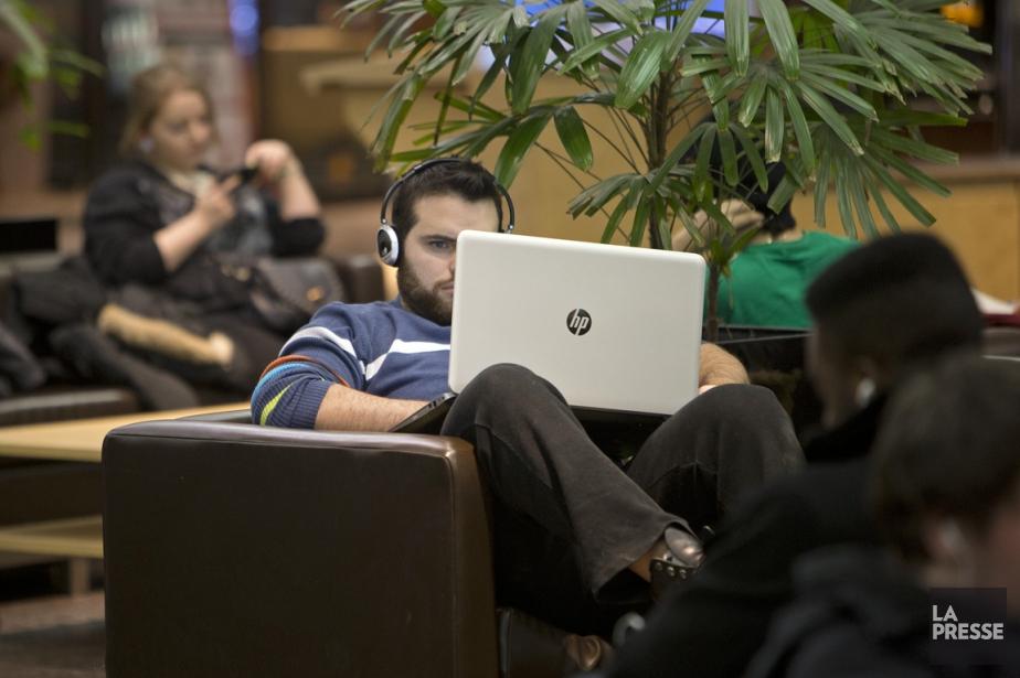 Les jeunes votent peu. À... (Photo Robert Skinner, archives La Presse)