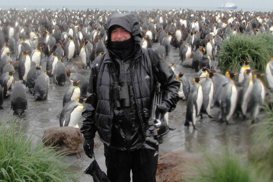 Bruno chez les manchots dans l'Antarctique, en juin... (Photo fournie par Bruno Blanchet)
