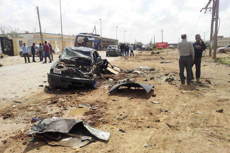 Une source militaire a précisé qu'une voiture piégée... (PHOTO REUTERS/STRINGER)
