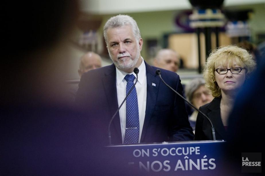 Le chef du parti Libéral Philippe Couillard, lundi.... (PHOTO MARCO CAMPANOZZI, LA PRESSE)