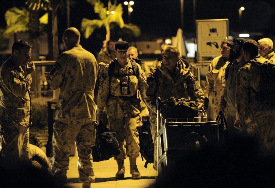 Dimanche, les 84 derniers soldats canadiens sont passés par Chypre pour prendre un peu de repos avant leur retour au pays. (Associated Press)