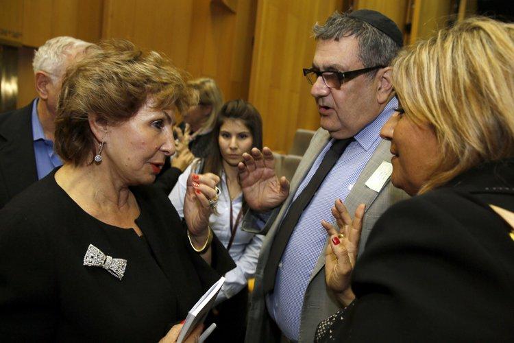 La ministre israélienne de l'Intégration Sofa Landver (à... (Photo: AFP)