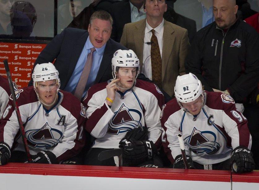 L'entraîneur-chef de l'Avalanche Patrick Roy encourage ses joueurs. (André Pichette, La Presse)