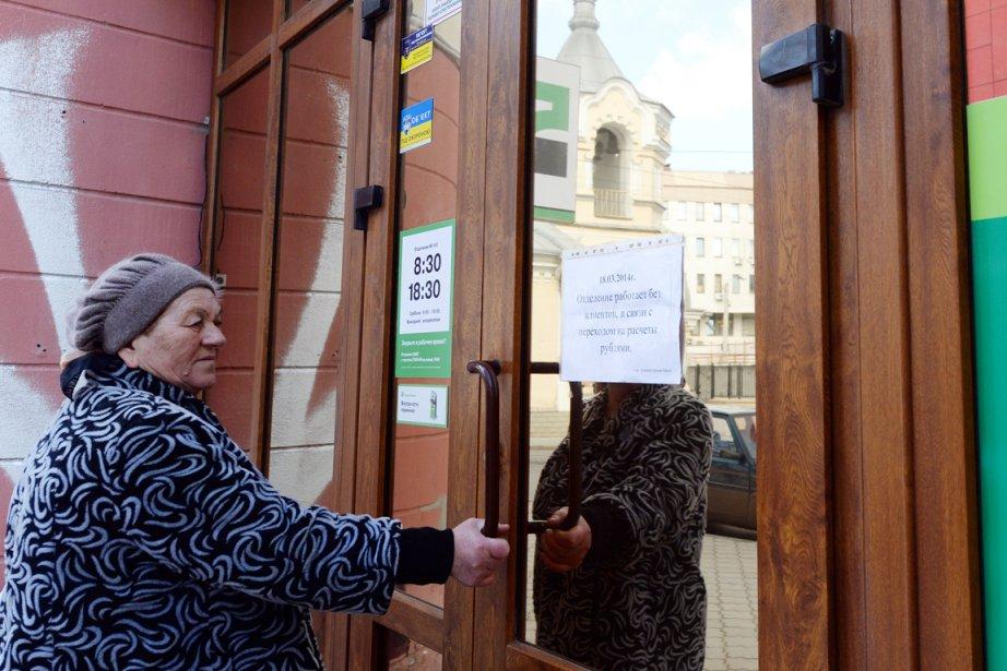 «Chers clients, en lien avec le passage au... (PHOTO VASILY MAXIMOV, AFP)