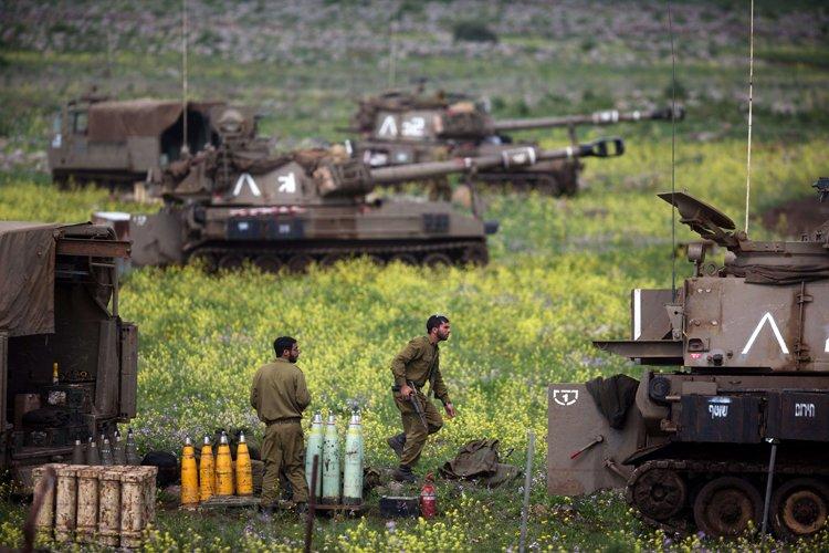 Les raids israéliens ont visé «plusieurs positions militaires... (Photo: AFP)