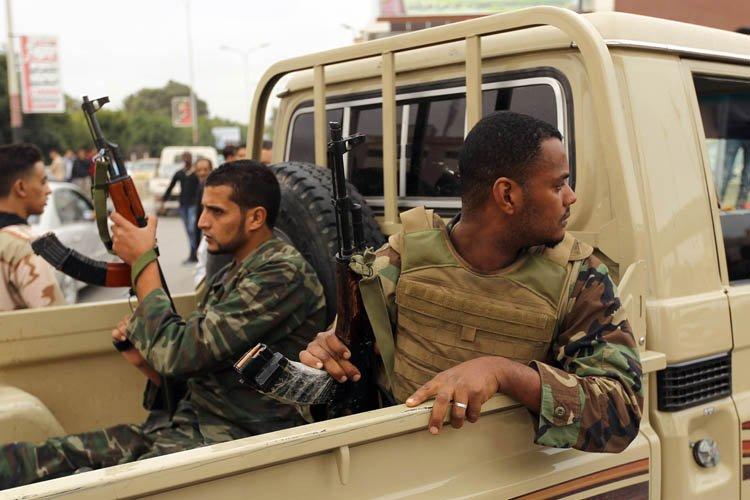 Des soldats libyens en patrouille à Benghazi.... (Photo: AFP)