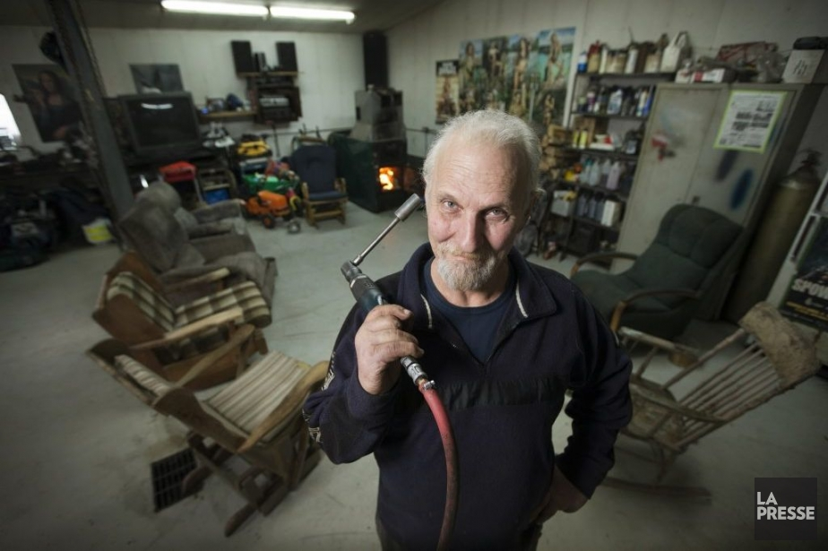 Normand Demers dans son garage.... (Photo: Ivanoh Demers, La Presse)