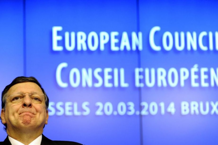 L'Ukraine se rapproche vendredi de l'UE en signant le volet... (Photo AFP)