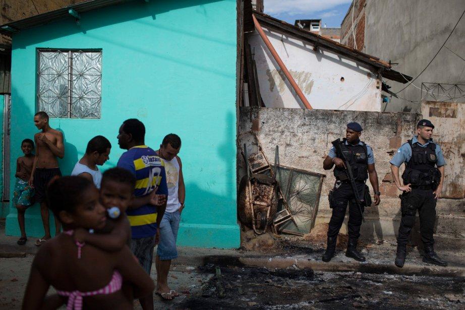 Une série d'attaques d'unités policières est survenue dans... (Photo Felipe Dana, AP)