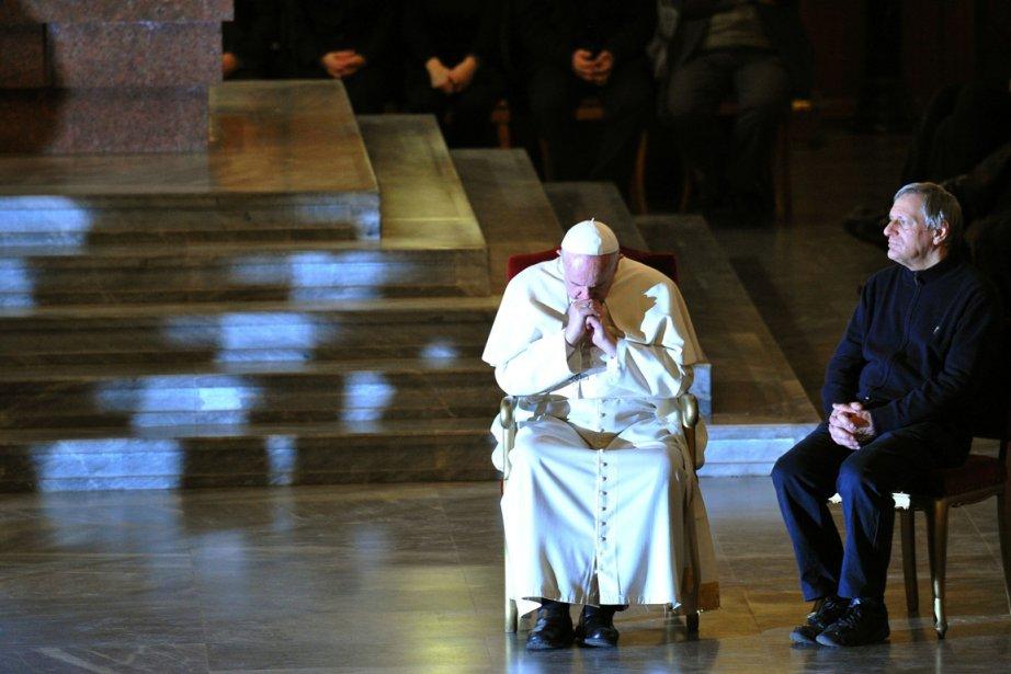 La veillée de prière, la première avec un... (PHOTO TIZIANA FABI, AFP)