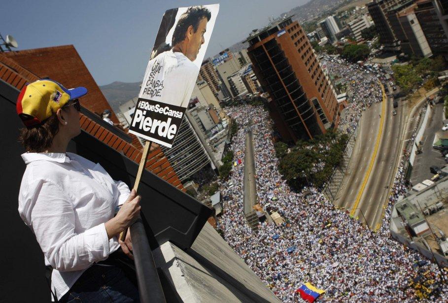 Les menaces de violences n'ont pas empêché des... (Photo Christian Veron, Reuters)