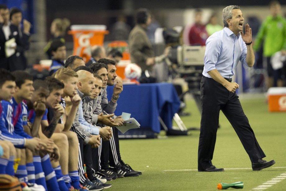 Les mines étaient basses sur le banc de l'Impact tandis que l'entraîneur Frank Klopas tentait de secouer ses joueurs sur le terrain. (Photo Robert Skinner, La Presse)