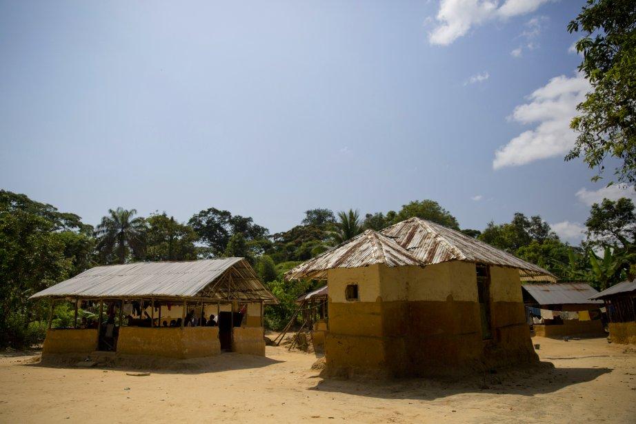 Les résidants du petit village de Baka accusent Sime Darby d'avoir rasé les terres adjacentes à leurs résidences pour planter des palmiers à huile, les privant d'une partie importante des terres qui servaient autrefois à assurer leur subsistance. (Photo David Boily, La Presse)