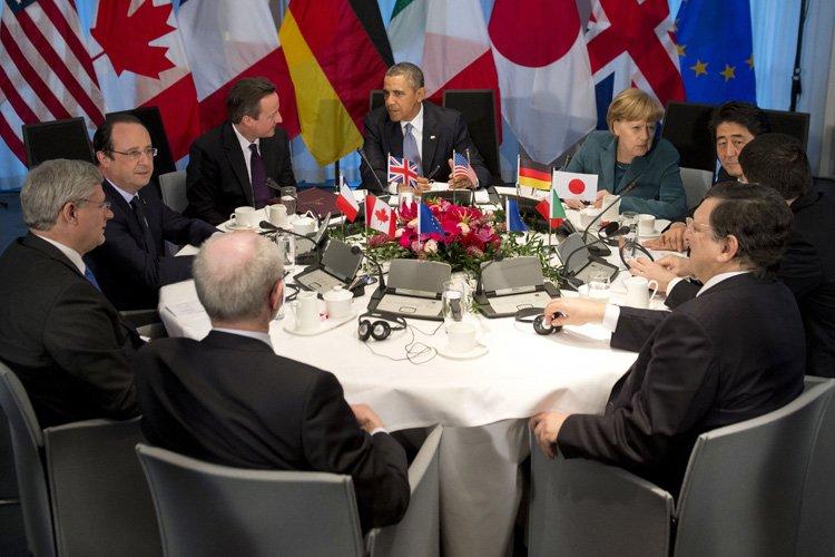De gauche à droite: le président du Conseil... (Photo: AFP)