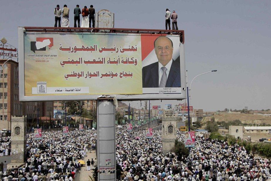 Des Yéménistes prient, vendredi dernier, lors d'un rassemblement... (Photo Khaled Abdullah, Reuters)