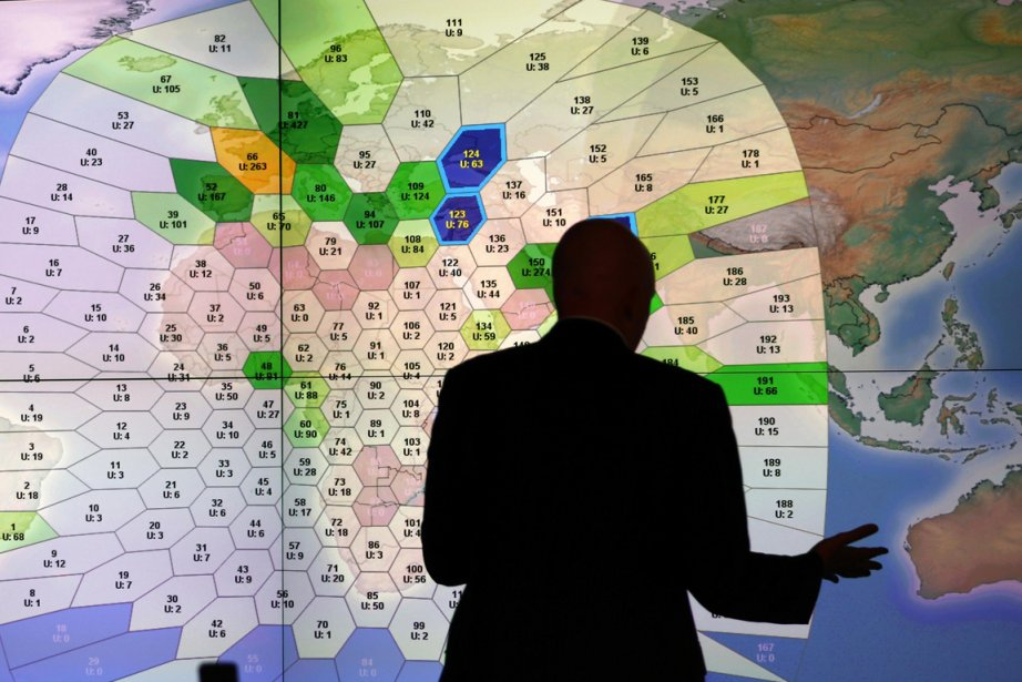 Dans la salle de l'entreprise de communications par... (Photo Andrew Winning, Reuters)