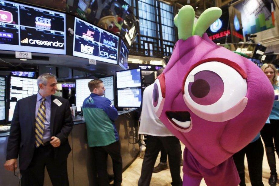 Une mascotte du jeu Candy Crush sur le... (PHOTO BRENDAN MCDERMID, REUTERS)