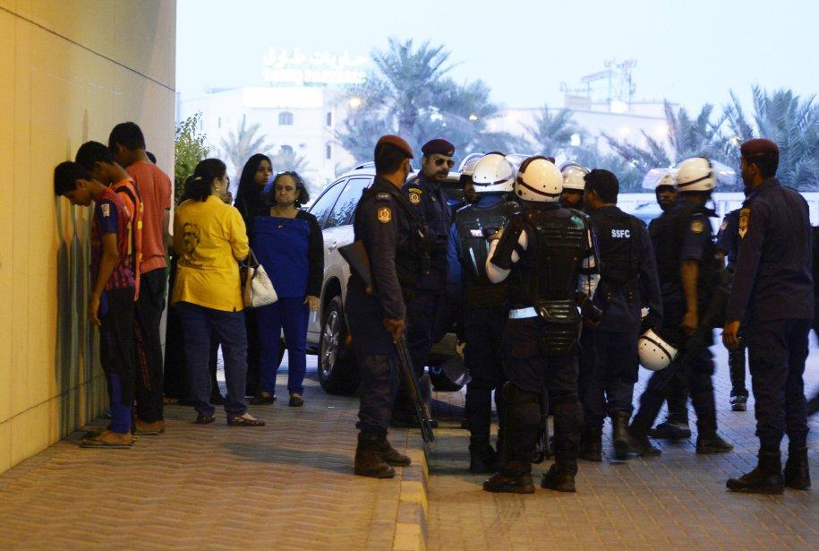 Des manifestants arrêtés après une manifestation àBahreïn.... (Photo Archives REUTERS)