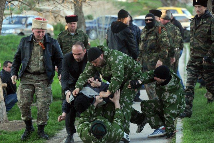 Des soldats et miliciens pro-russes ont attaqué mercredi... (Photo: AFP)
