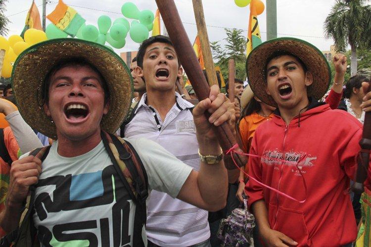 Les manifestants réclamaient une hausse de 25% des... (Photo: AFP)