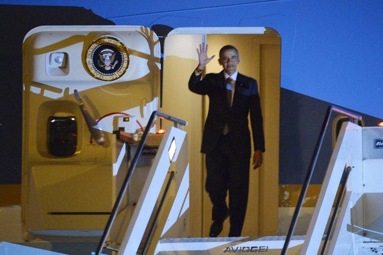 Barack Obama à son arrivée à Rome mercredi... (Photo: AFP)