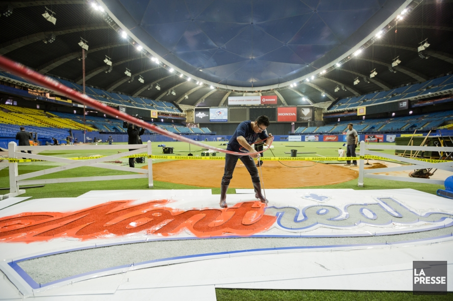 Le Stade olympique s'est fait beau pour accueillir... (Photo Edouard Plante-Fréchette, La Presse)