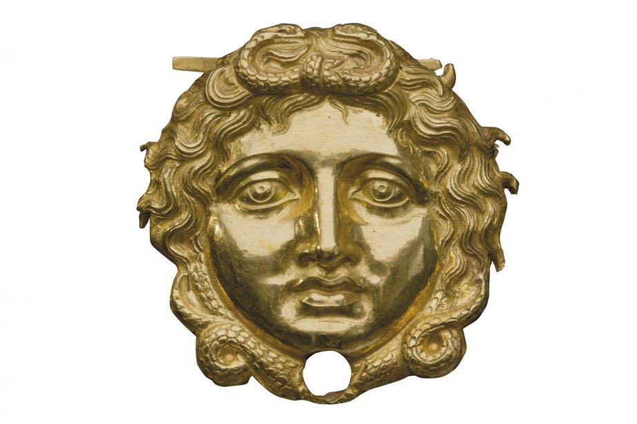 Tête de gorgone (créature malfaisante) en or décorant l'armure du roi Philippe II de Macédoine. (Photo: fournie par le Musée Pointe-à-Callière)