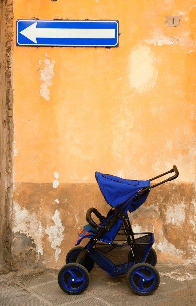 Si possible, optez pour une poussette avec des larges roues. (Photo Digital Vision/Thinkstock)