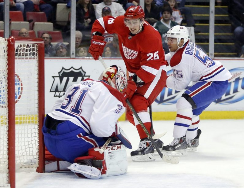 Tomas Jurcose heurte à Carey Price. (Photo AP)