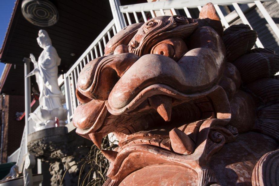 En plein quartier résidentiel, rue Alma, la pagode Thuyen Ton est à découvrir le dimanche matin. (Photo Olivier Pontbriand, La Presse)