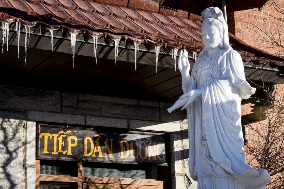 Le temple Huyen Khong, boulevard Rosemont, fait partie du Centre Socio-culturel bouddhique du même nom. (Photo Olivier Pontbriand, La Presse)