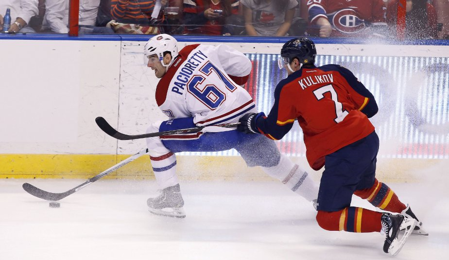 Max Pacioretty, du Canadien, est poursuivi par le défenseur Dmitry Kulikov. (Photo Robert Mayer, USA Today)