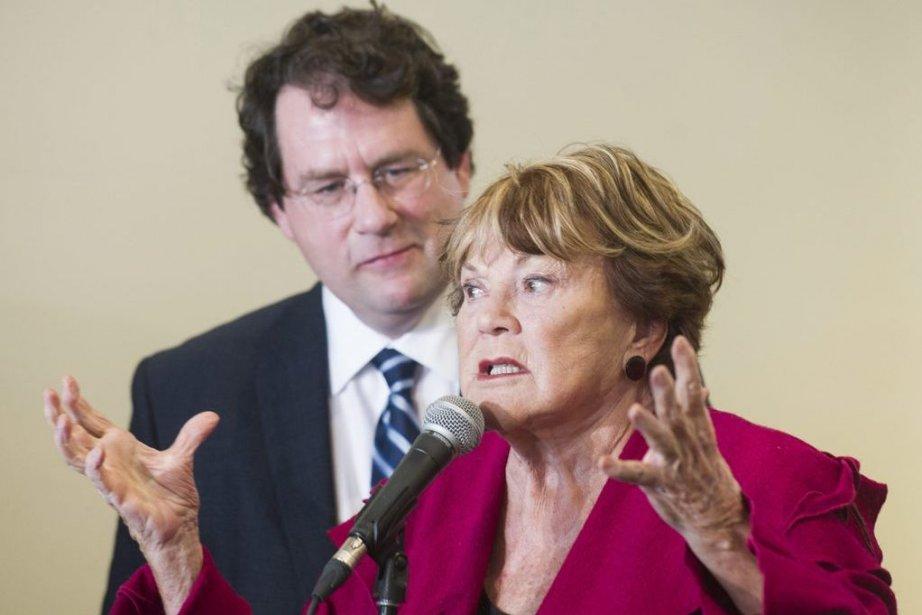 Bernard Dranville et Janette Bertrand... (PHOTO LA PRESSE CANADIENNE)