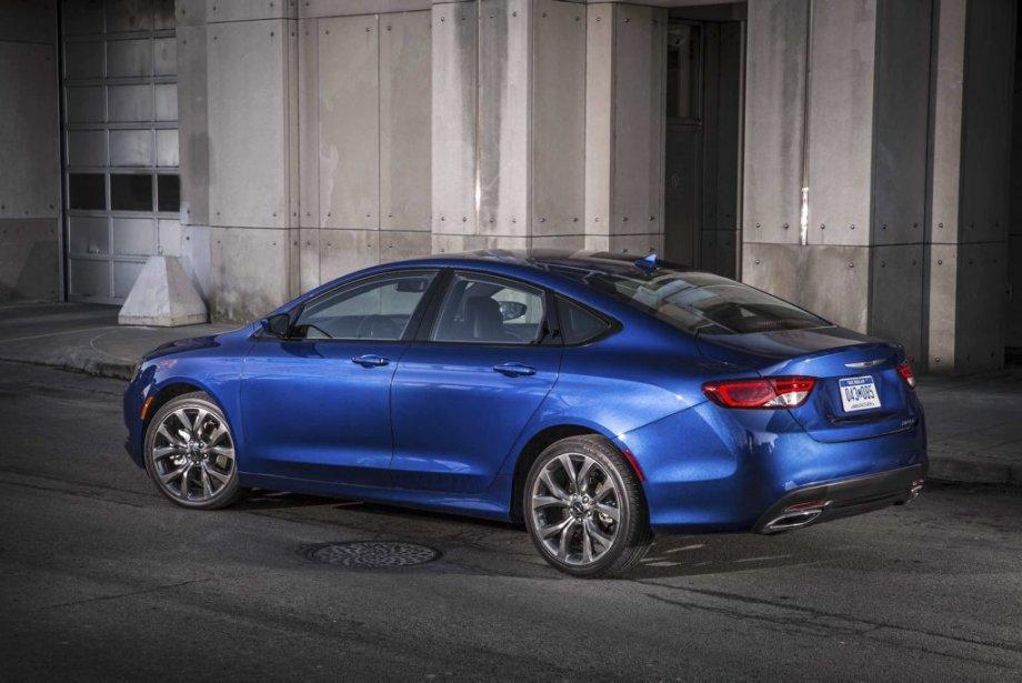La nouvelle silhouette de la 200 n'a rien conservé de l'ancienne: plus effilée et plus aérodynamique. (Photo fournie par Chrysler)