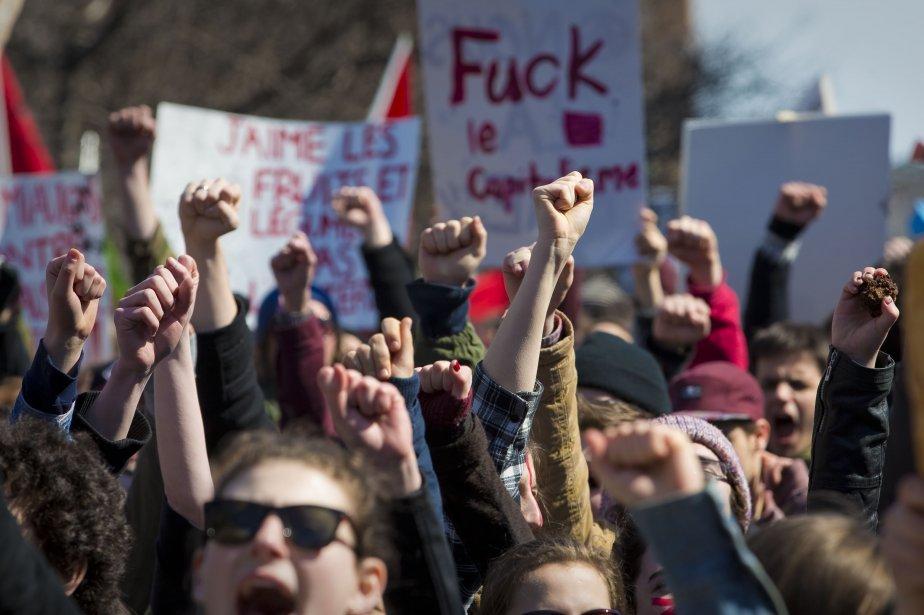 L'Association pour une solidarité syndicale étudiante (ASSÉ) avait donné rendez-vous aux étudiants, mais aussi aux travailleurs et aux familles à la Place Émilie-Gamelin à Montréal (métro Berri-UQAM) à 14 heures. (Photo André Pichette, La Presse)