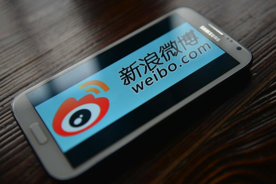 Weibo, contrôlé par le géant chinois de l'internet... (PHOTO PETER PARKS, AFP)
