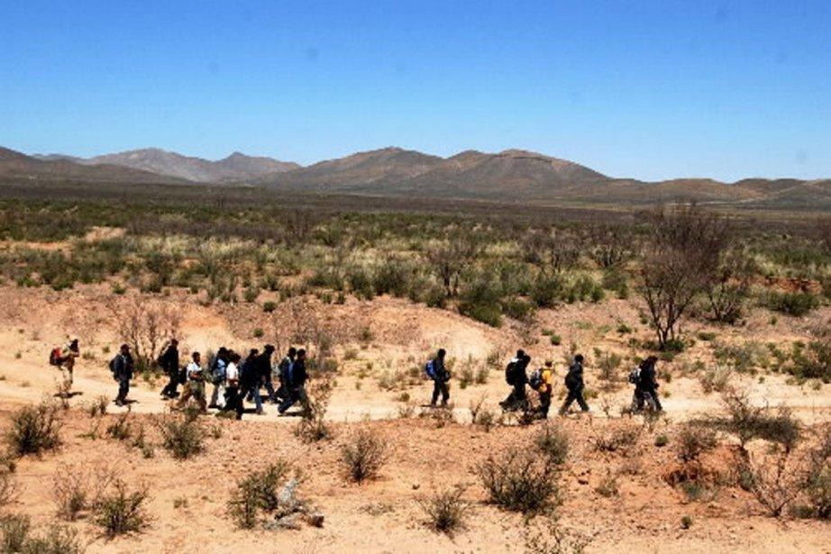 Des immigrants clandestins sont régulièrement interceptés à la... (Photo Archives AP)
