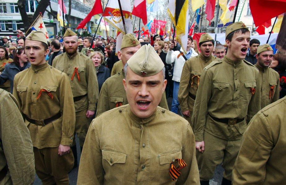 Les manifestations pro-russes ne se déroulent pas seulement... (Photo ALEXEY KRAVTSOV, Agence France-Presse)