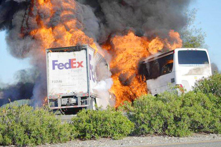 Les chauffeurs du car et du camion -... (PHOTO TIRÉE DE TWITTER)