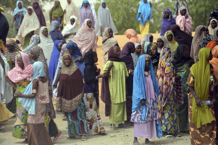 Des réfugiés fuient les combats entre les forces... (Photo d'archives, AFP)