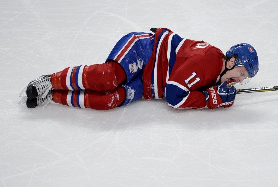 Brendan Gallagher grimace sur la glace après s'être fait frapper en 2e période. ()